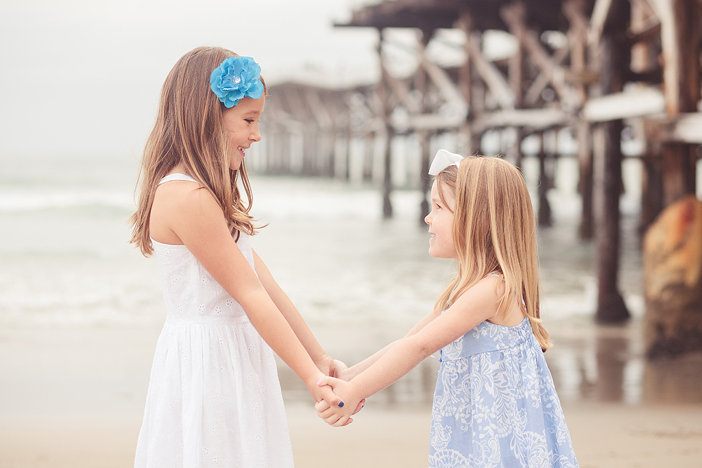 Sisters Holding Hands | San Diego Child Photographer