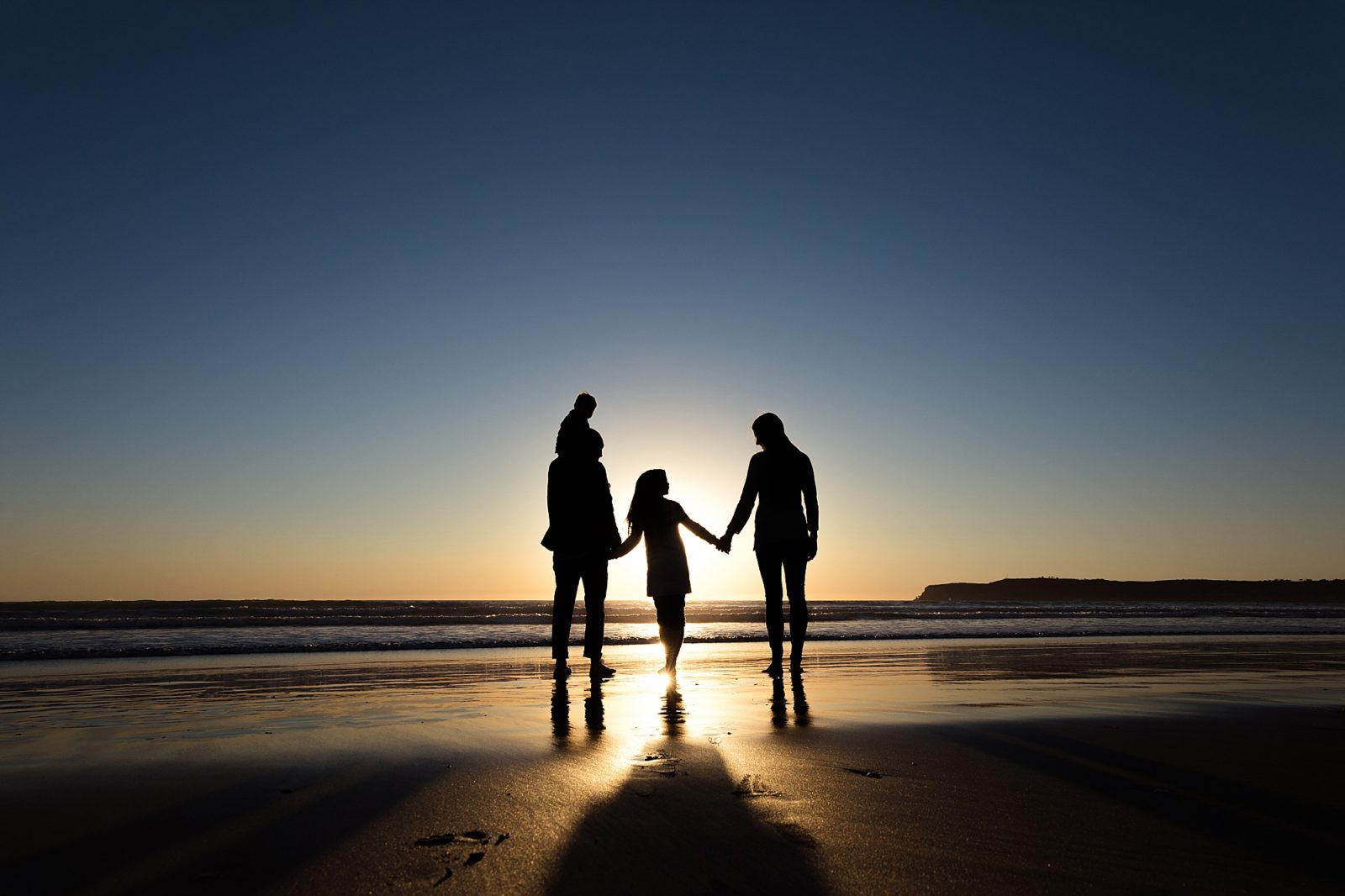 Family Silhouette | Beach Photos in December