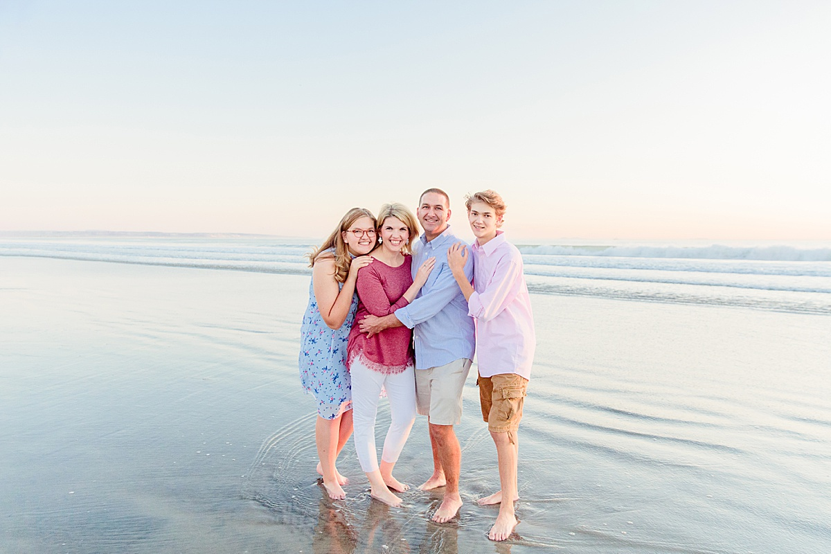 Family Poses on the Beach | Photographers in San Diego